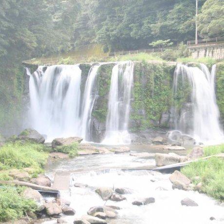 鹿儿岛的桐原瀑布