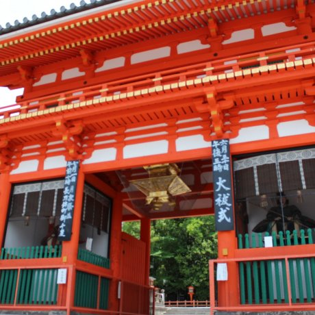 祗园祭进行中的八坂神社